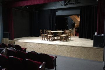 Régis Florès « On essaie ici de désacraliser l'image qu'ont les gens du théâtre. Le théâtre est avant tout divertissant. »